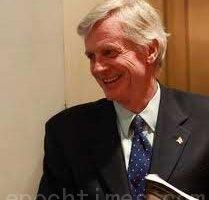 加拿大外交部亞太司前司長、前國會議員大衛·喬高(David Kilgour)先生。(大紀元)