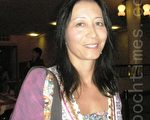 精神科醫生Silvia Kim-Wang女士表示,神韻深深觸動她的心靈。(攝影:文華/大紀元)