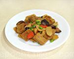 鲜美的香菇烤麸吃起来非常软Q(摄影:林秀霞 / 大纪元)