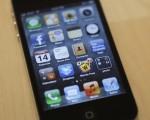 下一代iPhone屏幕可能会使用由日本NEC开发设计的全新ORB有机基电池(organic radical battery,亦称可携式二次电池)。这种新的电池最好的一个方面就是用户仅需30秒中便能够给设备充电。图为iPhone 4S(AFP)