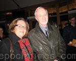 退休银行家达尔斯坦夫妇观看了神韵国际艺术团在瑞典的首场演出(摄影:林达/大纪元)