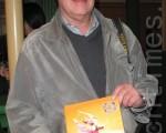 """前罗兰公司在瑞典的总经理史迪威‧罗文若德先生看完4月5号的神韵演出后说:""""我在音乐界工作这么久,听过各种乐器的演奏,但是神韵给我的感觉与众不同。""""(摄影:沈枫/大纪元)"""