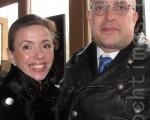 """舞蹈演员卡特丽娜女士与她先生费舍先生,于2012年4月6号周五晚欣赏神韵国际艺术团最后一场演出后,赞叹演出""""一切都是那么美丽,我前所未见""""。(摄影: sussi willgren/大纪元)"""