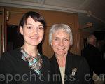 凯芬•博达女士和珍尼弗•拉森小姐4月6日观看了神韵在瑞典的最后一场演出,感到非常幸运。(摄影:林达/大纪元)