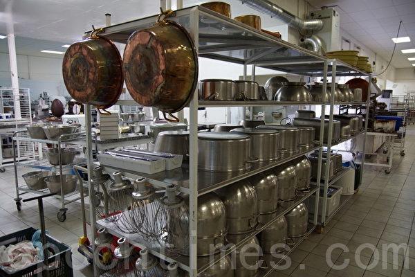手工制作巧克力坊间的设备 (摄影:李归燕/大纪元)