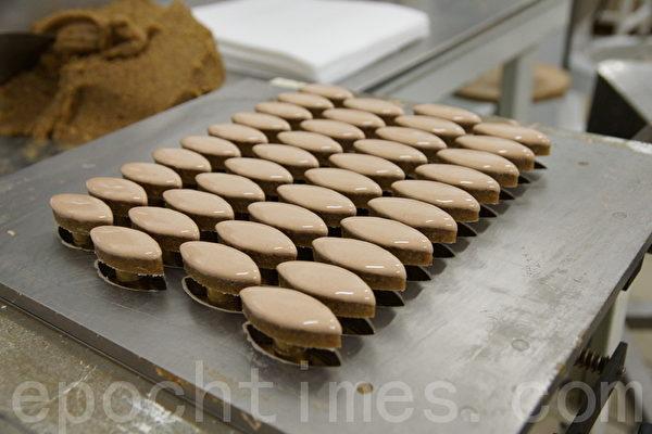 这就是手工制作的美味卡喱松糖果 (摄影:李归燕/大纪元)