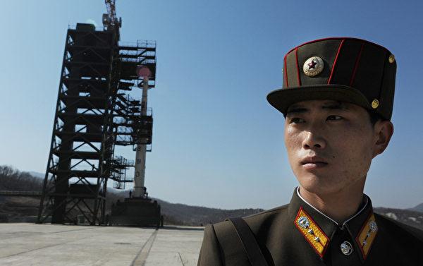 北韓稱將於4月12日至16日期間發射「衛星」,金正恩為了向內外宣示權力,堅持試射導彈,而且是朝向南方,此舉已加重了亞太地區的緊張局勢。(Pedro UGARTE/AFP)