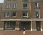 薄瓜瓜在哈佛大學校園附近的豪華公寓大門外觀。(谷歌StreetView圖片)