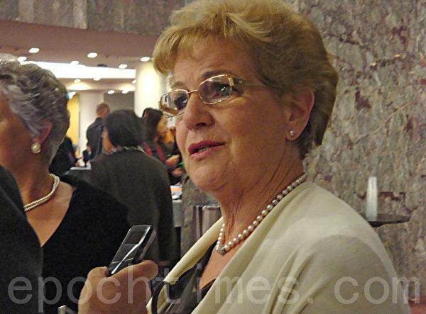 著名歌唱家玛维那•梅杰女爵士(摄影:菲斯克/大纪元)
