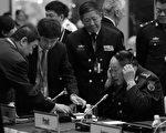 梁光烈在成都軍區強調「三個代表」 威脅胡錦濤