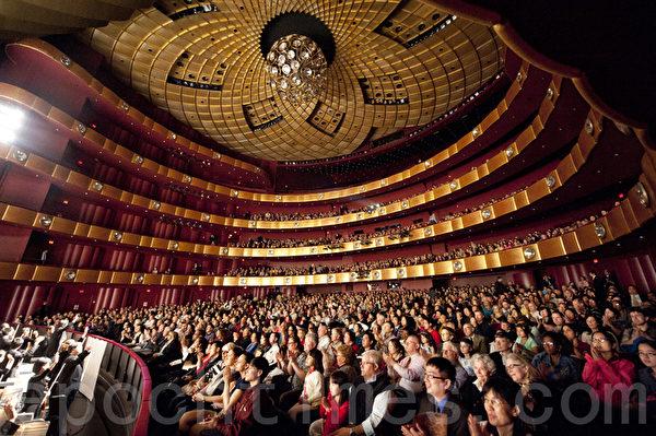 纽约林肯中心4月22日午场观众爆满的盛况(摄影:戴兵/大纪元)