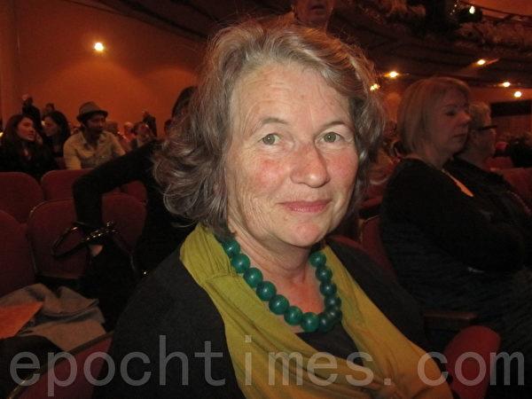 司法部资讯顾问Wendy Proffitt受妹妹邀请,欣然前往观赏了神韵演出。(摄影:张莉莉)