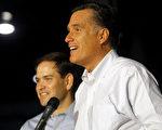 共和党总统候选人罗姆尼与佛罗里达州共和党参议员马可•卢比奥在宾夕法尼亚州初选前的竞选活动中。(Jessica Kourkounis/Getty Images)