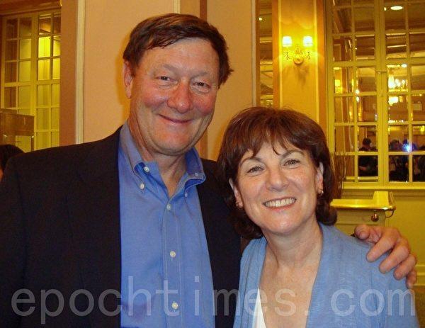 费城金融家罗伯特·拉特萧和太太劳拉 (摄影:潘美玲/大纪元)