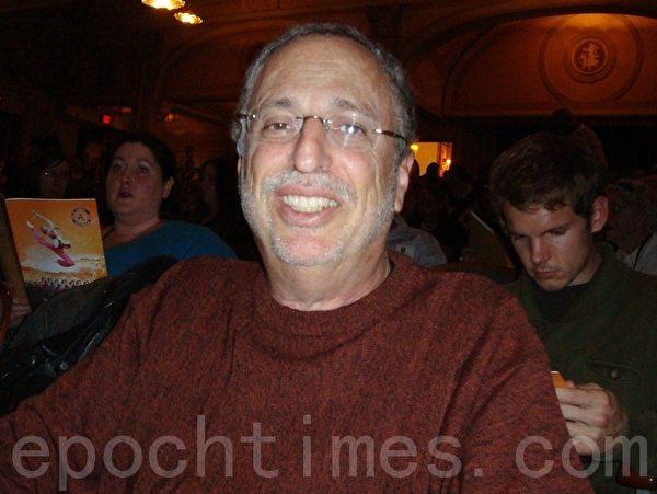 """费城作家、小说家罗伯特•史密斯:""""神韵是来自上天的文化。""""(摄影:潘美玲/大纪元)"""