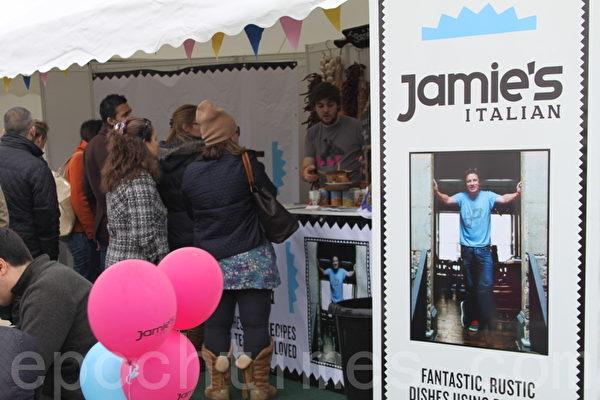 英国最著名的大厨詹姆斯‧奥立佛(James Oliver)的摊位(摄影:大纪元/李景行)