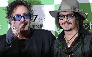 電影導演蒂姆•伯頓(Tim Burton)與強尼•德普(Johnny Depp)(右)有著像兄弟般的深厚情誼。(圖/Getty Images)