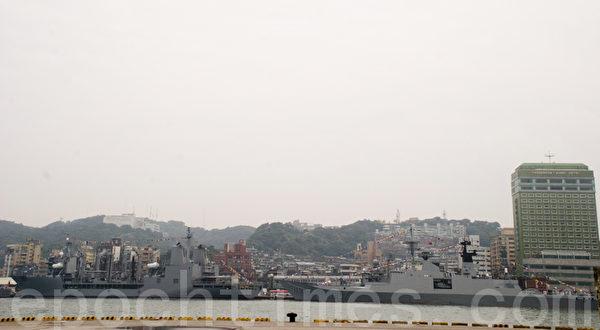 海军101年敦睦远航训练支队,3艘军舰停泊基隆港。(摄影:周美晴/大纪元)