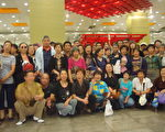 2012年5月18日,上海第十次黨代會預備會在浦東會議中心召開,上海訪民聞訊從全市四面八方向黨代會會場彙集。圖為訪民在耀華路地鐵站集結。(訪民提供)