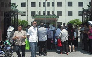 上海维权人士遭绑架  警察称政府行为拒立案