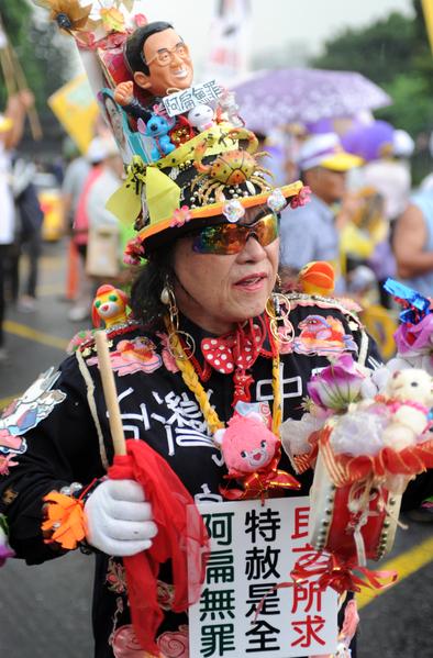 2012年05月19日,民眾表達特赦陳水扁訴求。(AFP)