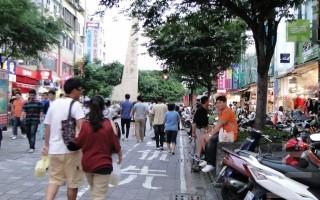 逢大路上過去被機車塞爆、遊客隨手丟垃圾的情況不再,如今入夜,就成為行人徒步區。(攝影:黃玉燕/大紀元)