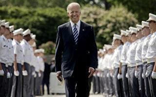 美國副總統拜登(Joe Biden)26日在紐約州美國西點軍校(West Point)對畢業生發表談話,他說,美國經歷在伊拉克和阿富汗久戰結束後,現將聚焦全新的全球挑戰和重塑美中關係。(Lee Celano/Getty Images)