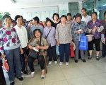 上海訪民探望沈佩蘭(沈佩蘭提供)