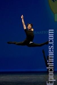 陈永佳参加全世界中国舞大赛时的风采。(图片:大纪元)