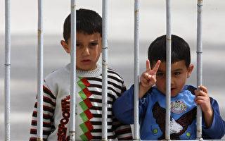 联合国周二发布一份叙利亚军事冲突的最新报告,披露叙利亚部队和亲政府的shabiha民兵曾使用儿童作为人盾来保护士兵。(AFP)