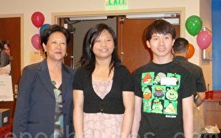"""(左起)第五号频道电视台记者伍沅媚和BCNC""""华人移民学生领导力培训""""班的李坤华、陈焕初合影。(摄影:苏仪/大纪元)"""