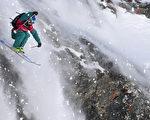 阿尔卑斯山是欧洲最负盛名的滑雪圣地,每年冬季吸引近1,200万名游客进住当地的滑雪度假村,若滑雪场不复存在,庞大的经济损失将难以估计。(FABRICE COFFRINI/AFP/Getty Images)