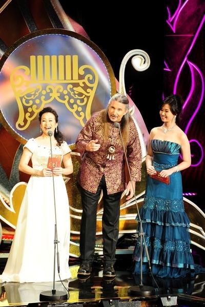 《第23屆傳藝金曲獎》/頒獎人/李靜芳、馬修連恩、張瓊櫻(圖/台視提供)