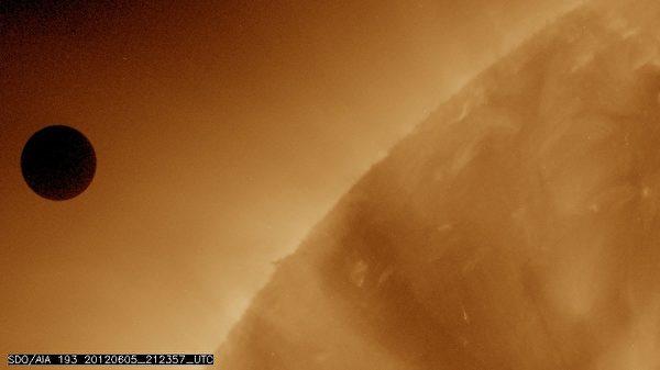 """6月5日至6日,是本世纪最后一次""""金星凌日""""天文奇景。(SDO/NASA via Getty Images)"""