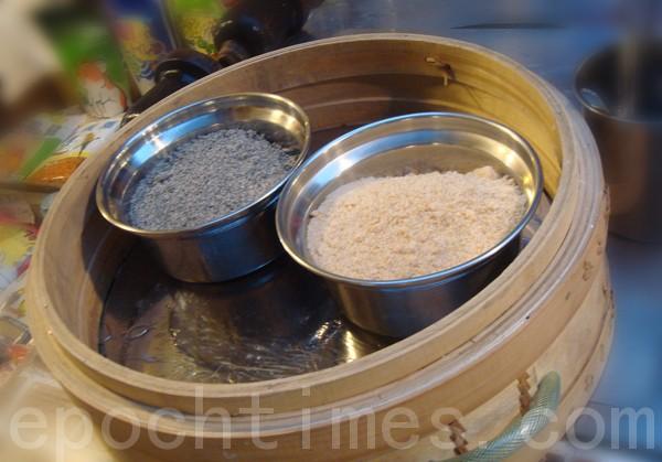 餡料採用花生糖粉或芝麻糖粉。(攝影: 彩霞/大紀元)
