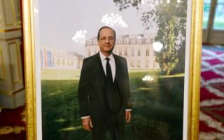图:由法国摄影大师莱蒙•德帕东拍摄的新总统肖像照与往届都不同。(BERTRAND LANGLOIS/AFP/GettyImages)