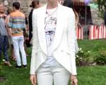 女星安妮•海瑟薇(Anne Hathaway)出席時尚發表會。(Andrew H. Walker/Getty Images)