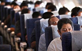 遣送美国非法移民至危地马拉的飞机。 (John Moore/Getty Images)