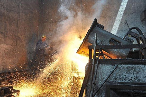 2011年,澳洲的力拓、必和必拓两大矿山的利润超过了中国77家大中型钢企800多亿人民币的利润总和。图为中国湖北省武汉钢铁厂。(AFP)