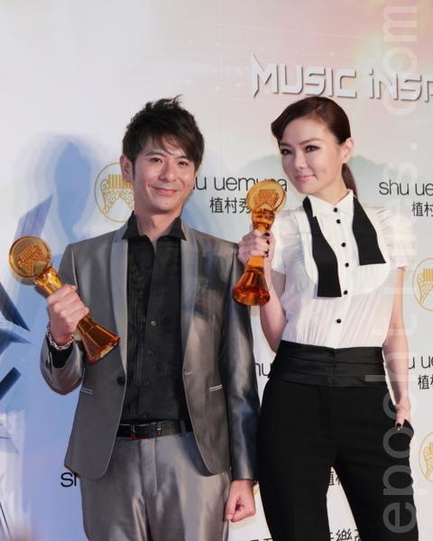 第23屆流行音樂金曲獎的最佳台語男女歌手獎分別由荒山亮與謝金燕獲得。(攝影:許基東/大紀元)