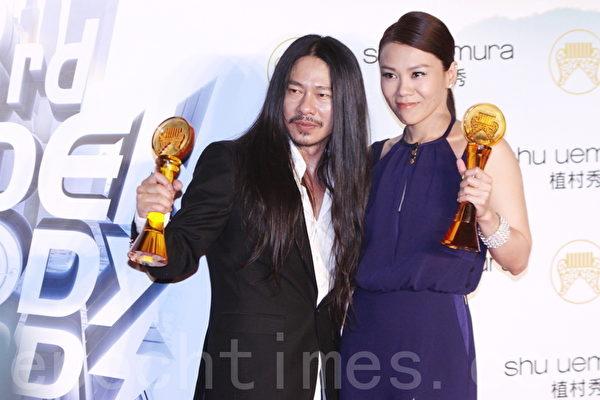 第23屆流行音樂金曲獎歌王歌后則分別由亂彈阿翔(左)和蔡健雅獲得。(攝影:林伯東/大紀元)