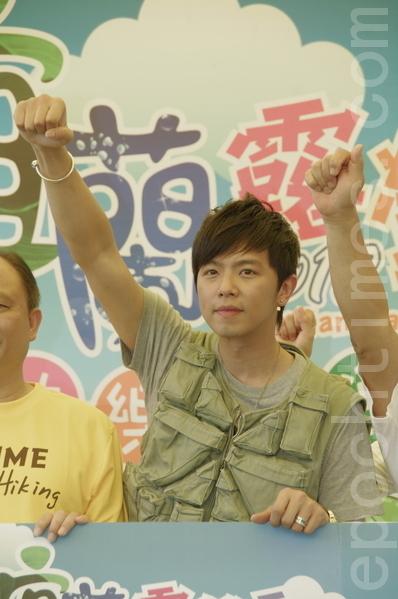 黃鴻升出席「2012宜蘭露迎季-快樂露迎夏」記者會擔任活動大使(攝影:黃宗茂/大紀元)