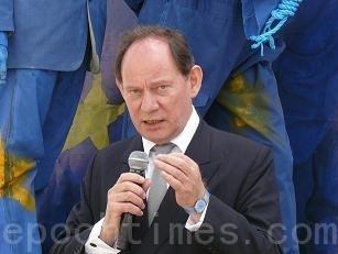 """欧洲议会负责人权事务的副主席爱德华-麦克米兰‧史考特(Edward McMillan-Scott)先生,在今年国际反酷刑日""""聚焦中国""""的视频节目上发表言论。他说,中国一直是对其人民施以迫害的最糟(worst)的酷刑制造者,而大多数的受害者都是无辜的。(大纪元)"""