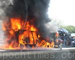 新澤西北部I-95高速路臨近紐約曼哈頓的福特李路段上突然起火燃燒的卡車。(攝影:李光勳/大紀元)