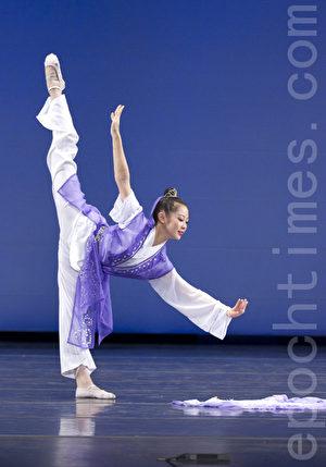 """陈超慧于2010年第四届""""全世界中国舞舞蹈大赛""""以《小祝英台》获少年女子组金奖。(摄影:爱德华/大纪元)"""