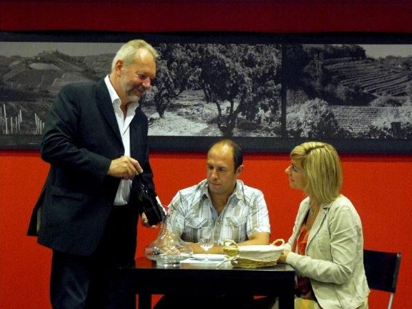 法国葡萄酒侍酒大师塞吉•吉里森(Serges Gilison)先生正在授课。(吉里森提供)