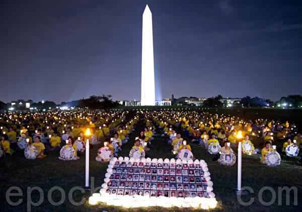 2010年美国首府华盛顿法轮功大型烛光夜悼(摄影:戴兵/大纪元)