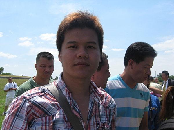 鍾先生週五(7月13日)在退黨集會上公開聲明退出中國共產黨。 (攝影:董韻/大紀元)