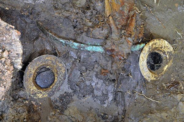 2012年7月10日,考古学家在秘鲁北部发现1座前印加兰巴耶克时期的墓室,座墓室已存在1200年。(HO / BRUNING MUSEUM / AFP)