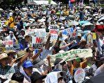 日本政府在6月宣布重啟關西電力的大飯核電廠後,令反核民眾相當不滿,決定在16日舉行「10萬人反核大遊行」,但參加者踴躍,據主辦單位估計約有20萬人湧入會場。(YOSHIKAZU TSUNO/AFP/GettyImages)
